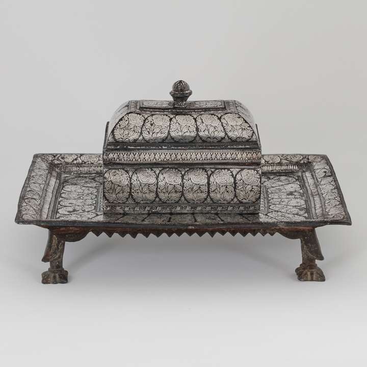 Bidri Pandan with Silver Inlaid Tray