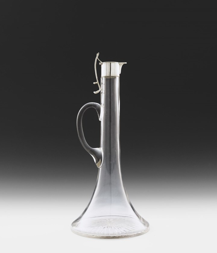 GLASS DECANTER WITH SILVER MOUNT