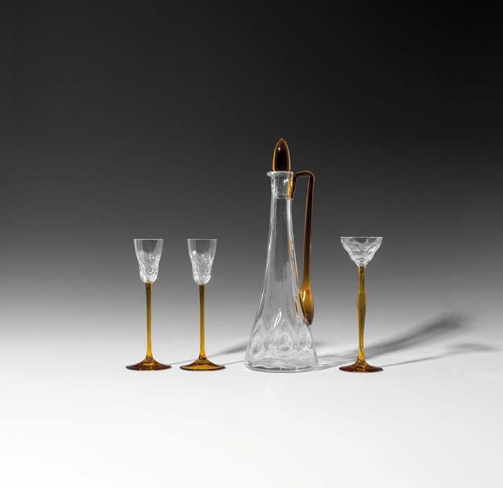 DECANTER WITH THREE LIQUEUR GLASSES