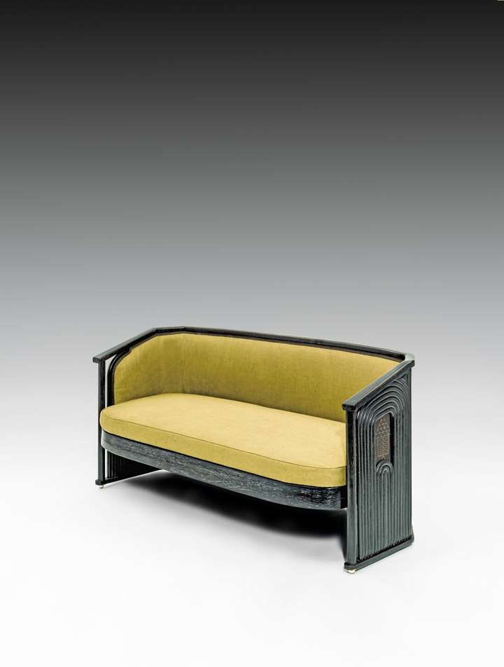 THREE-SEATER SETTEE