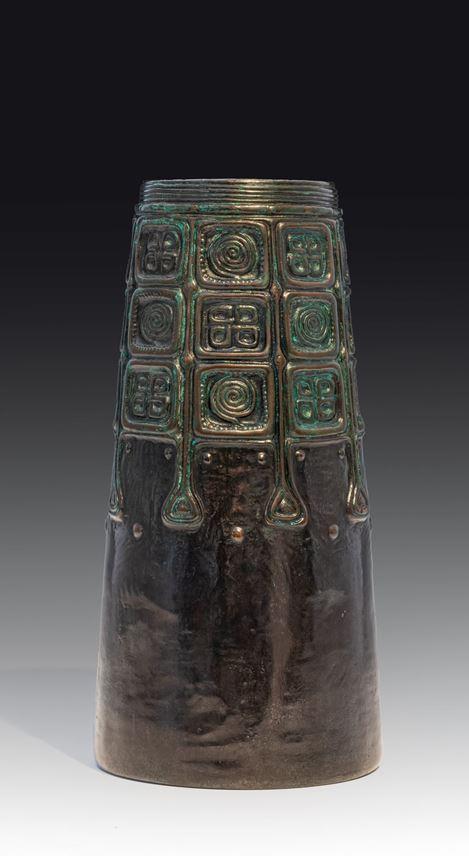 Gustav Gurschner - A pair of vases with celtic motifs | MasterArt