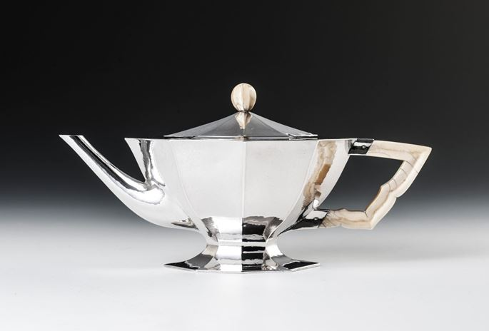 Eduard Josef Wimmer-Wisgrill - SILVER TEA SET consisting of: teapot, creamer, covered sugar bowl, sugar tongs, rum flacon, tray | MasterArt