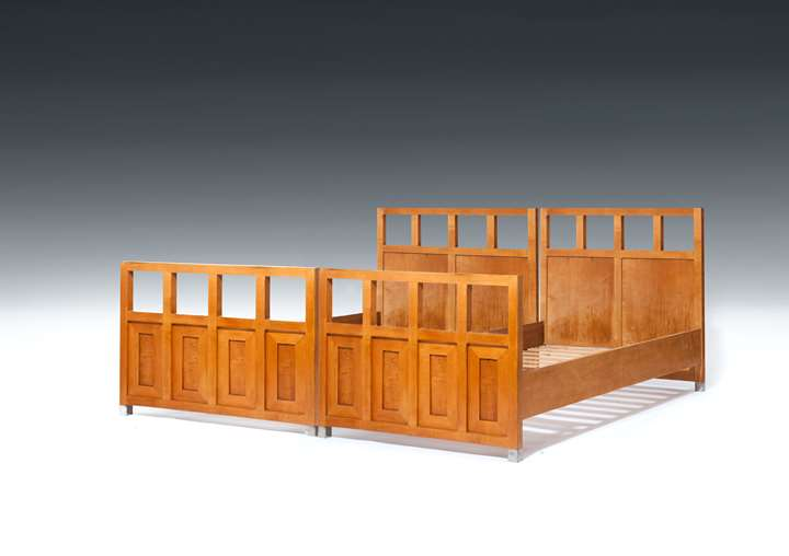 SUITE OF BEDROOM FURNITURE
