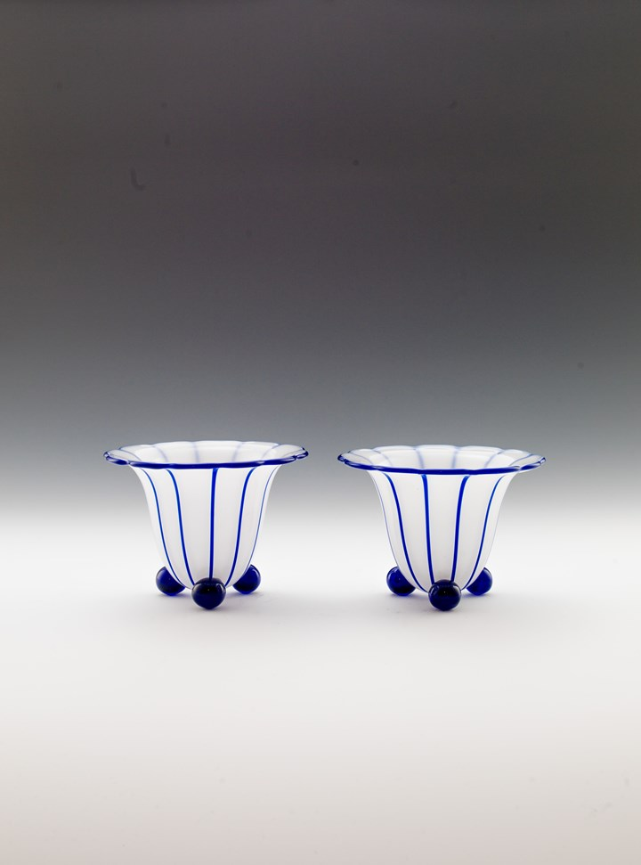 A PAIR OF VASES ON BALL FEET