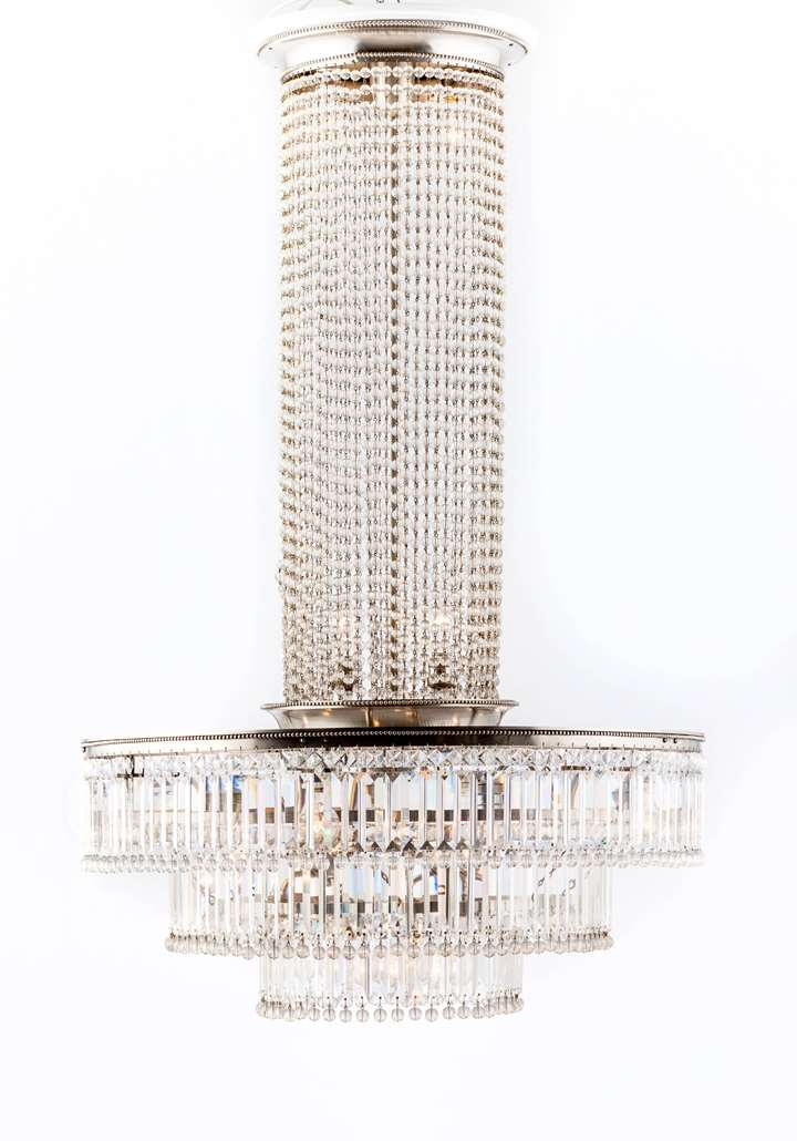 Ecxellent Sixteen-Bulb Glass Chandelier