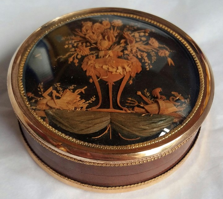 A gold mounted, aventurined torthoishell snuffbox