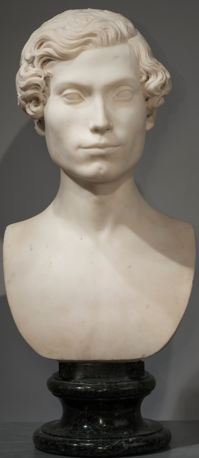 lodovico Caselli - WHITE MARBLE BUST OF NOBLEMAN, ON THE ORIGINAL VERDE ARNO MARBLE BASE | MasterArt