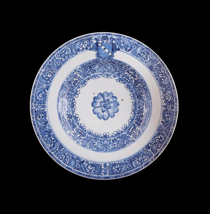 Chinese armorial porcelain blue and white charger with the arms of Ginori | MasterArt