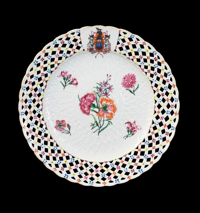 GG:  Chinese armorial porcelain fruit plate, arms of Sobral | MasterArt