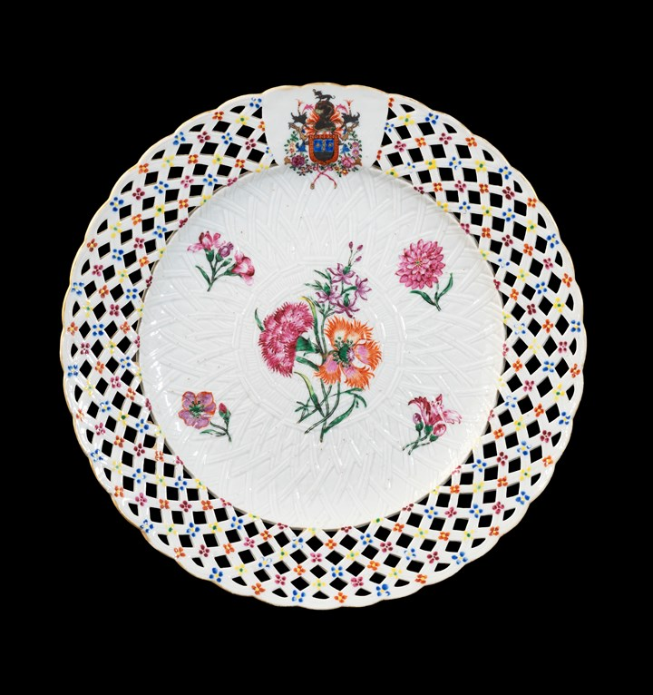 GG:  Chinese armorial porcelain fruit plate, arms of Sobral