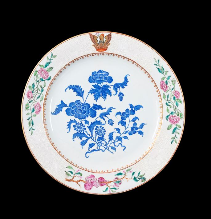 GG: Chinese armorial porcelain charger with a crest of a cockatrice on the rim | MasterArt