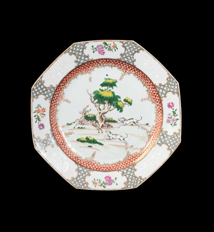 GG: Chinese export porcelain dinner plate with Hunting Scene