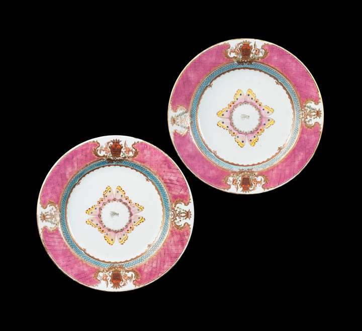 GG: Pair of Chinese armorial porcelain dinner plates, arms of Grimaldi