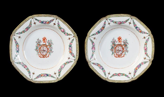 GG: Pair of Chinese pseudoarmorial porcelain soup plates | MasterArt