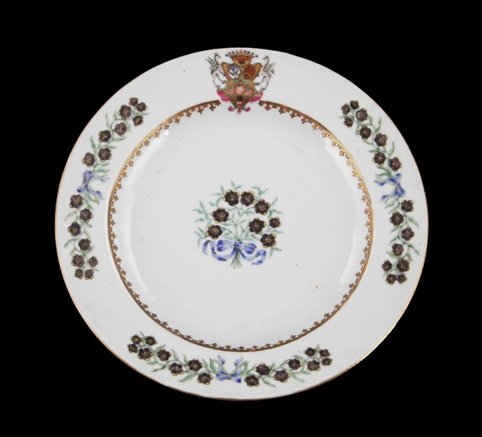 Chinese export porcelain armorial dinner plate | MasterArt