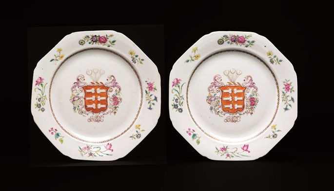 Pair of chinese export armorial porcelain dinner plates (portuguese/Jewish arms) | MasterArt