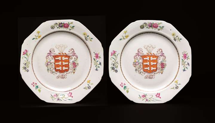 Pair of chinese export armorial porcelain dinner plates (portuguese/Jewish arms)