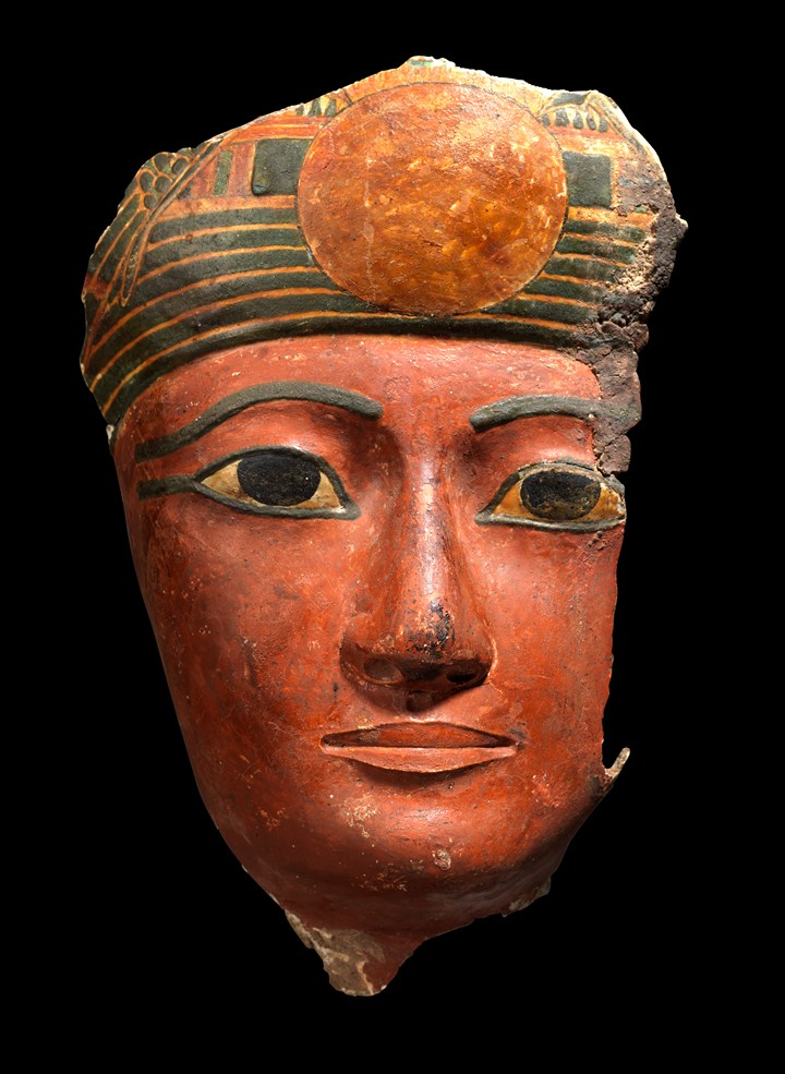 Anthropomorphic mask of a mummy