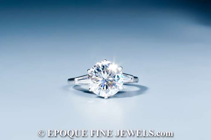 A diamond solitair ring,