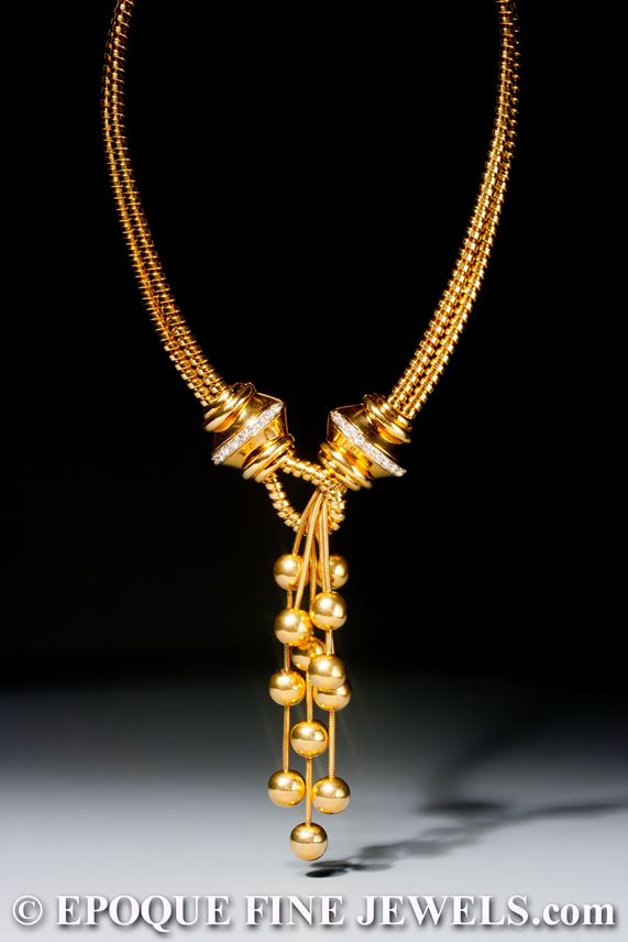 A pretty gold and diamond necklace | MasterArt