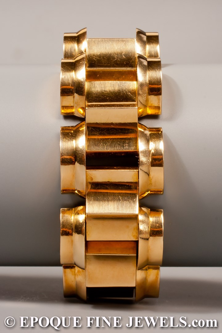 A stylish Retro gold tank bracelet,