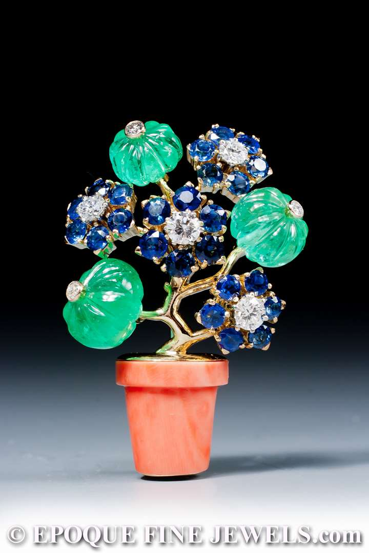 A very fine coral, emerald, sapphire and diamond 'giardinetto' brooch