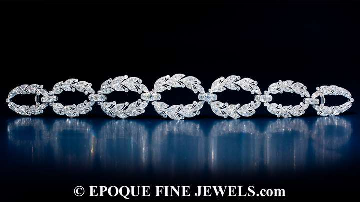 An exquisite Garland Style diamond choker,
