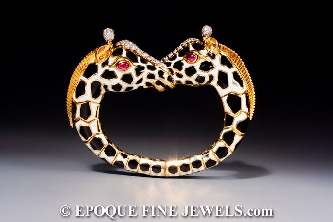 David Webb - A magnificent twin giraffe bracelet of crossover design | MasterArt