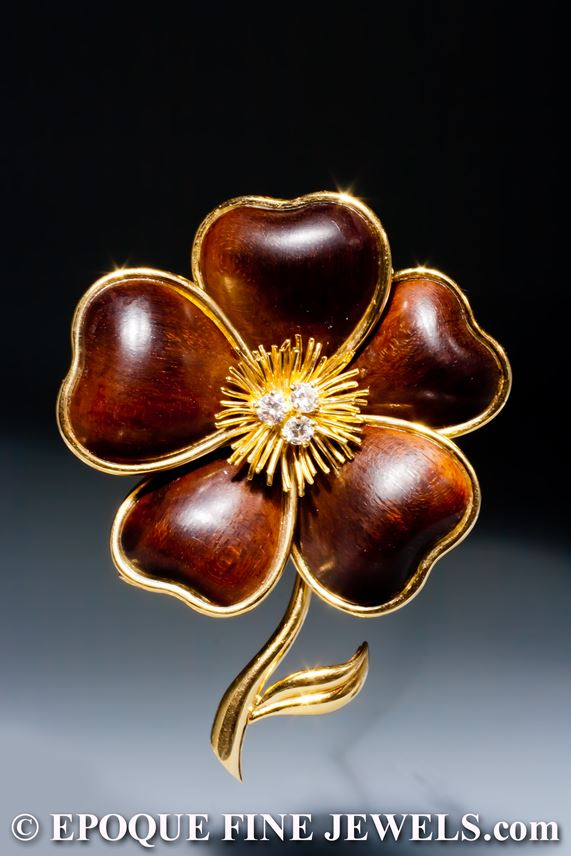 Van Cleef & Arpels - An 18 karat gold and wood 'clematite' flower brooch | MasterArt