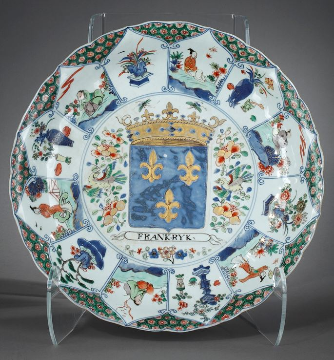 Rare porcelain large dish with French Armorial -Royaume de France-Kangxi period | MasterArt
