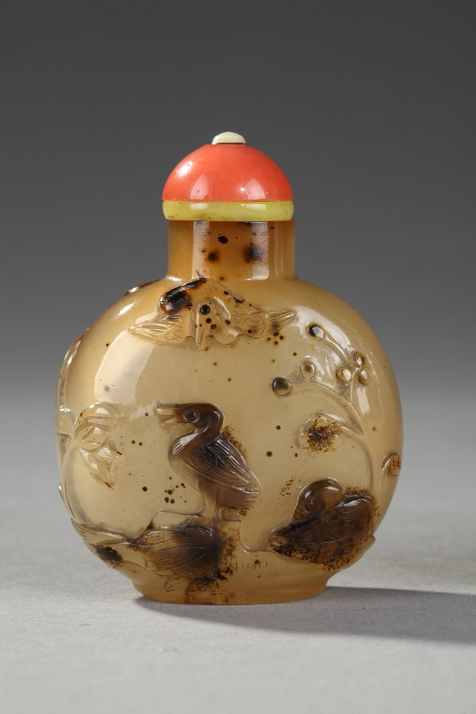 Agate snuff bottle sculpted with birds a plants   Official school  1740/1850 | MasterArt