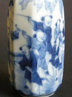 Porcelain Snuff Bottle decorated in underglaze blue | MasterArt