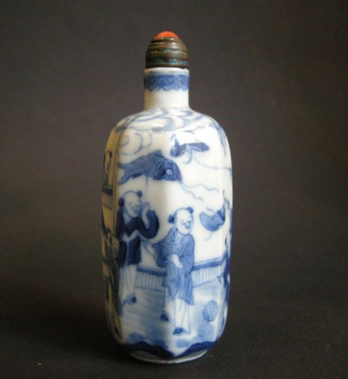 Porcelain Snuff Bottle decorated in underglaze blue | MasterArt