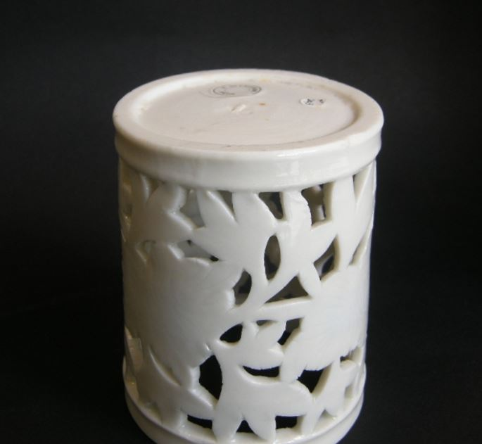 "Brushpot ""blanc de chine porcelain with reticulated decor - Dehua kilns Fujian province - Kangxi period 