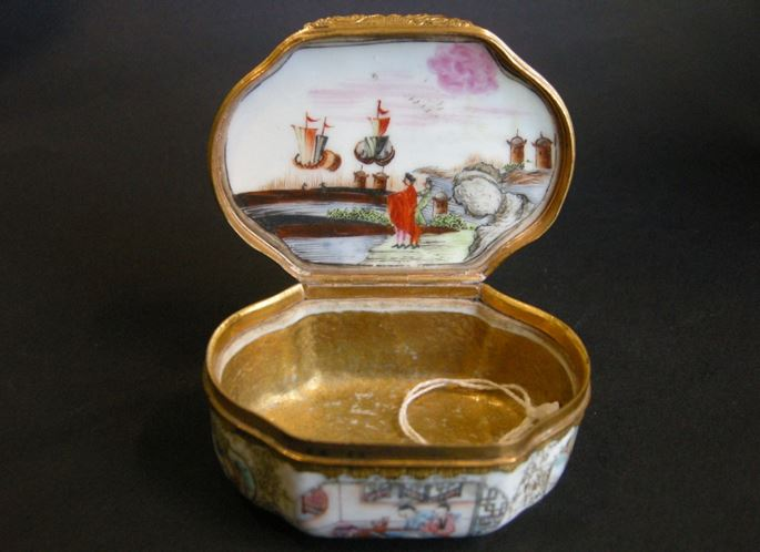 Rare snuff box chinese export porcelain famille rose | MasterArt