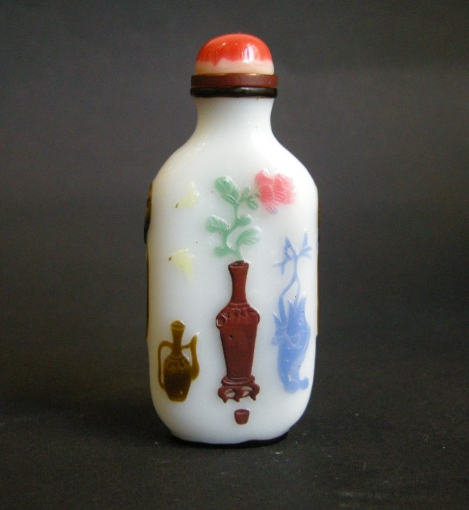 "Snuff bottle overlay glass "" six colors"" on white ground -Yangzhou school 