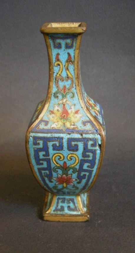 Rare small vase with for sides in cloisonné enamel - Qianlong period | MasterArt