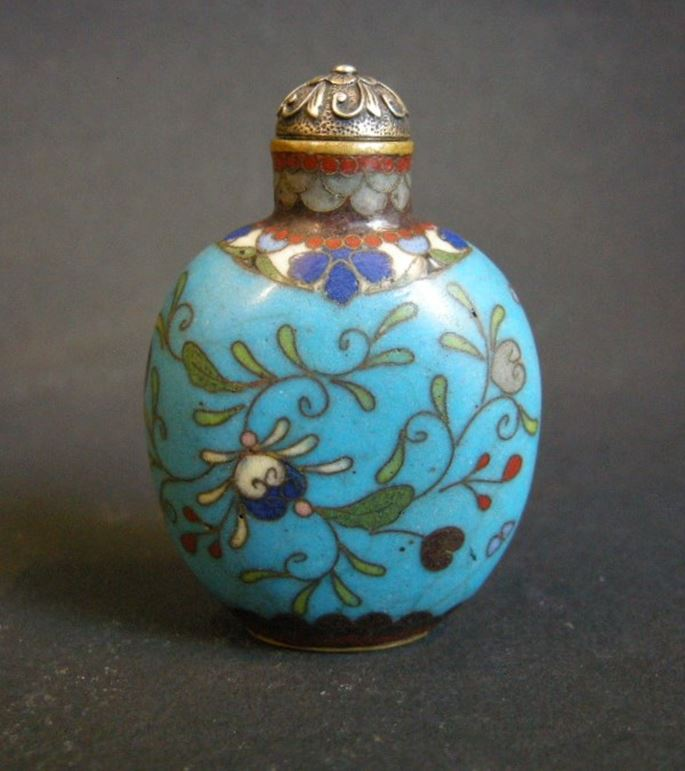 Snuff bottle in cloisonné enamel decorated with flowers | MasterArt