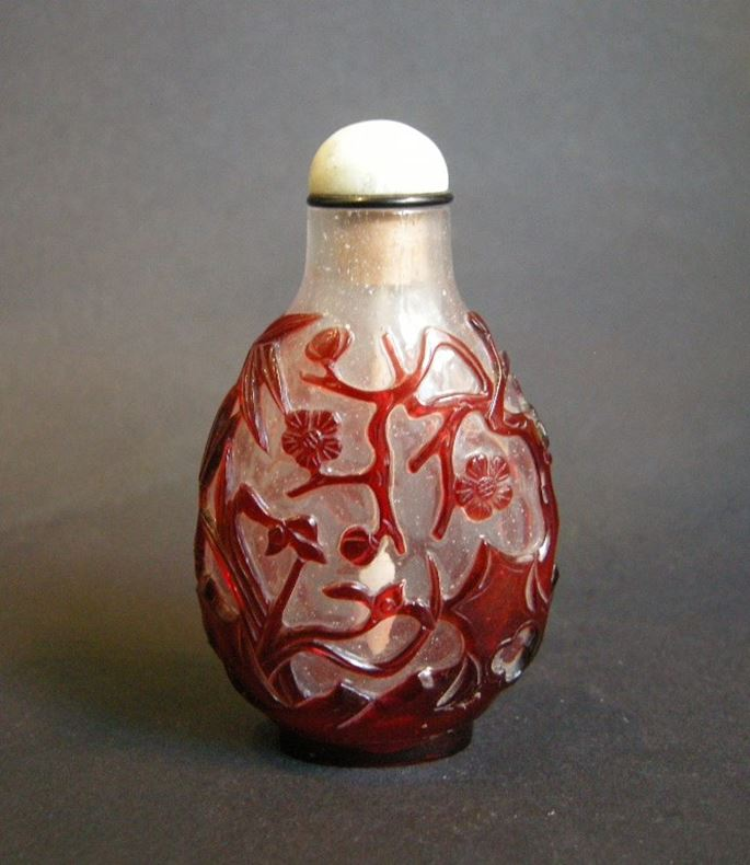 Snuff bottle glass overlay red sculpted wih flowers and leafs | MasterArt