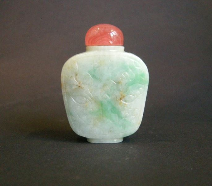 Jadeite snuff bottle  white and apple green engraved with archaisant pattern | MasterArt