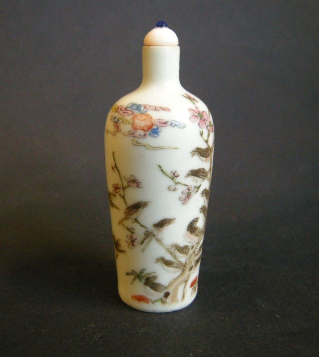 Porcelain snuff bottle finely decorated with mappies | MasterArt