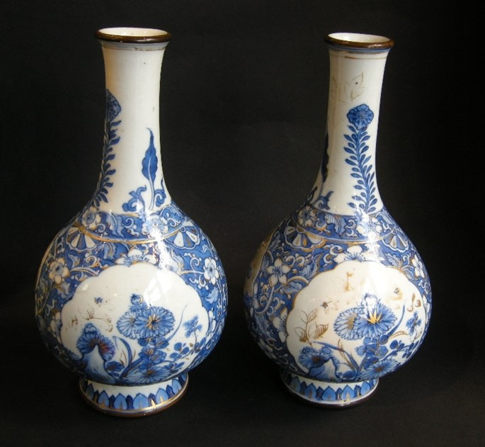 Pair of porcelain bottles blue and white and gold decoration Kangxi period | MasterArt