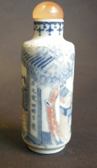 snuff bottle porcelain enamelled in copper red and underglaze blue decorated with figures horse in a landscape - 19° century  | MasterArt