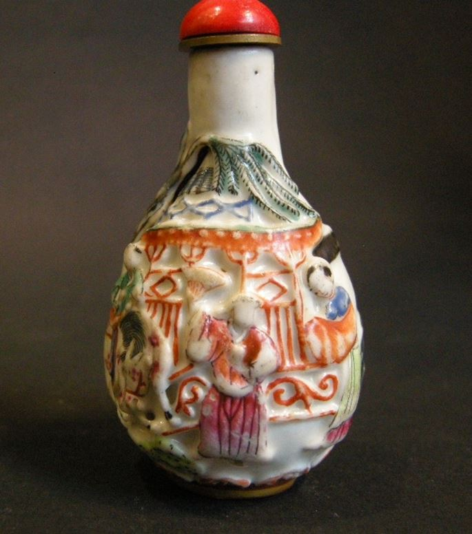 Porcelain snuff bottle in pear shape molded in polychrom with figures pavillon and horse-(Stopper in suite)   MasterArt