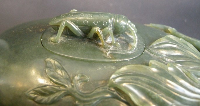 Jade nephrite box spinach green color - fruit shape with a cricket | MasterArt