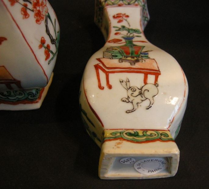 "Pair porcelain wall vases ""famille verte"" with vases and rabbits -Kangxi period 