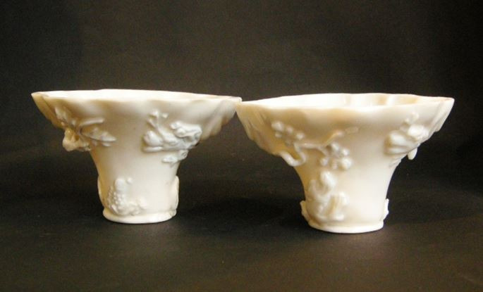 Pair of libation cups of rhinocéros horn form | MasterArt