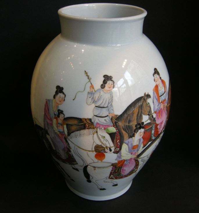 Vase porcelain painted with horses and figures and other face with caligraphy -Republic period | MasterArt