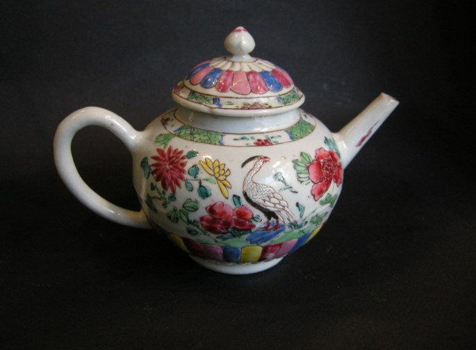 "Porcelain ""Famille rose"" teapot decorated with birds and flowers Yongzheng period 