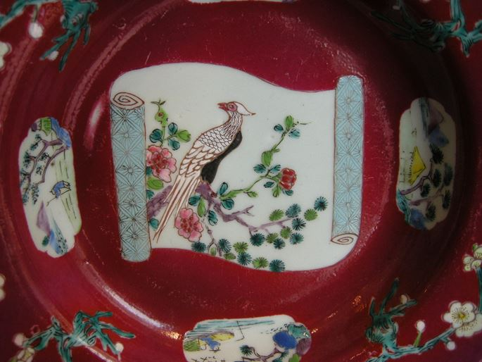 """Plate in """"famille rose"""" porcelain on rubis ground - decorated with bird and flowers Yongzheng period   MasterArt"""